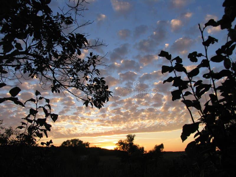 dobry wieczór krajobrazowego nieba oceanu słońca zdjęcia stock