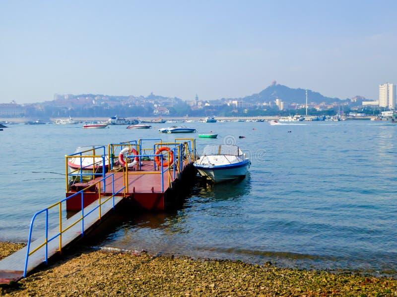 Doca das lanchas de Qingdao imagens de stock