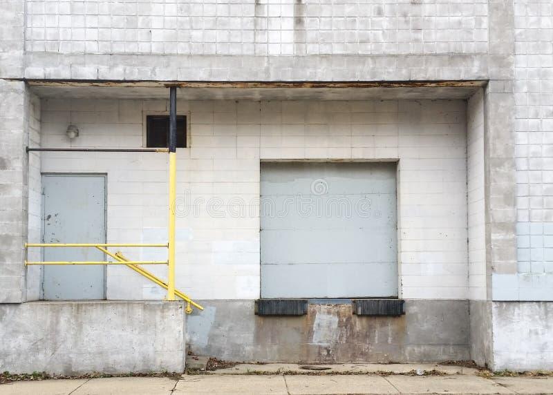 Doca de carga da fábrica fotografia de stock