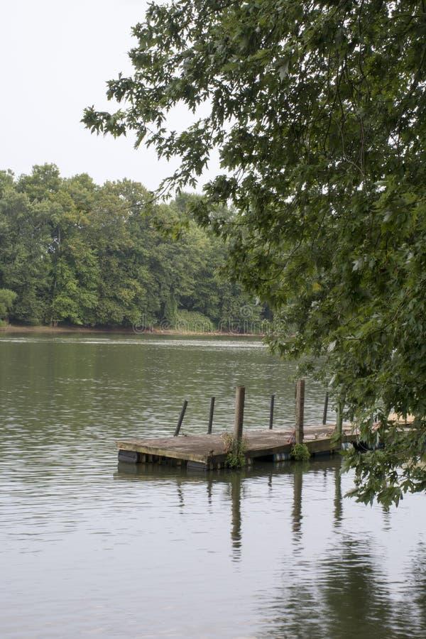 Doca do barco no Rio Ohio foto de stock