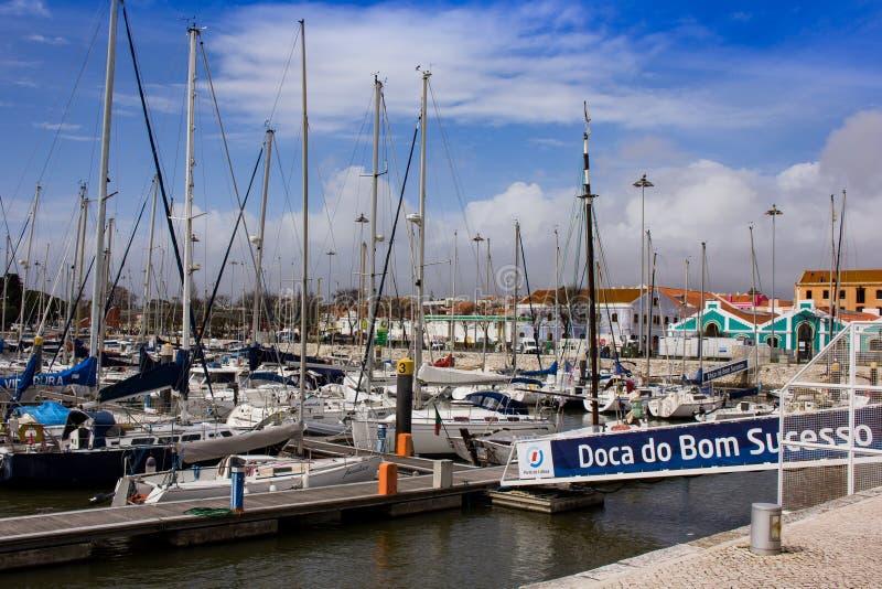 Doca hace Bom Sucesso Lisboa imagenes de archivo