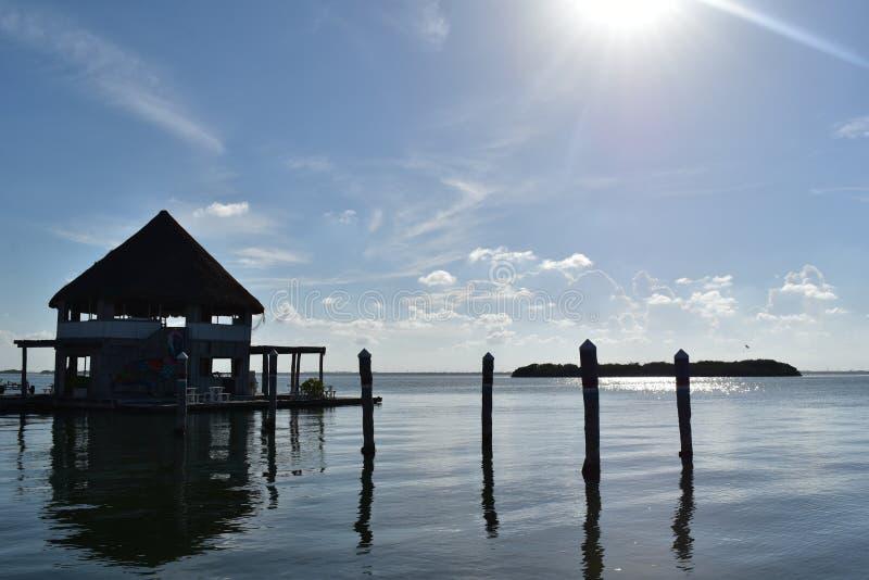 Doca na lagoa de Cancun fotografia de stock