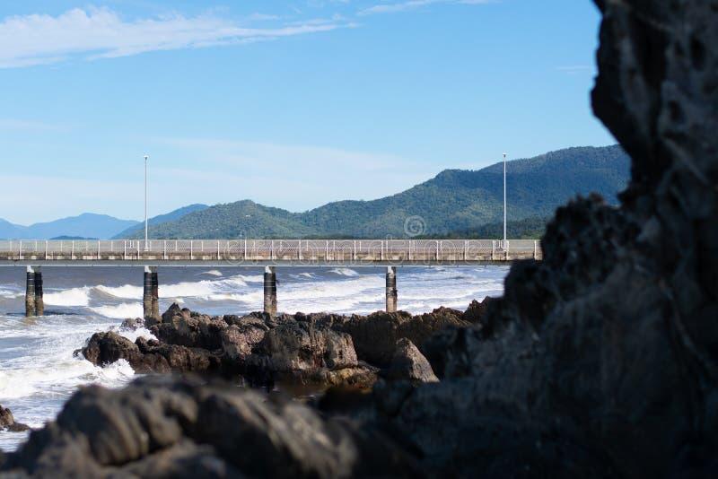 Doca na praia fotos de stock