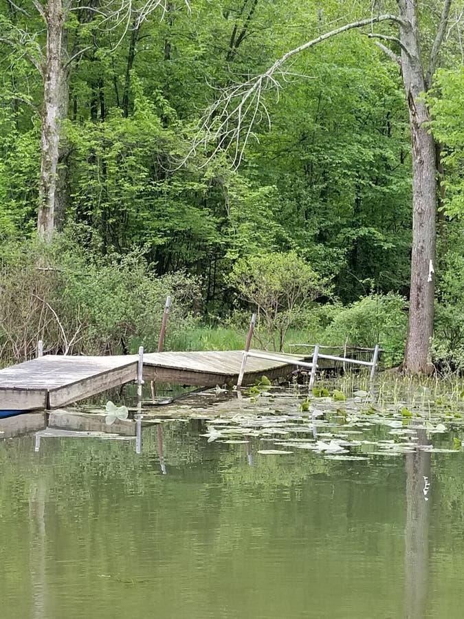 Doca no lago foto de stock