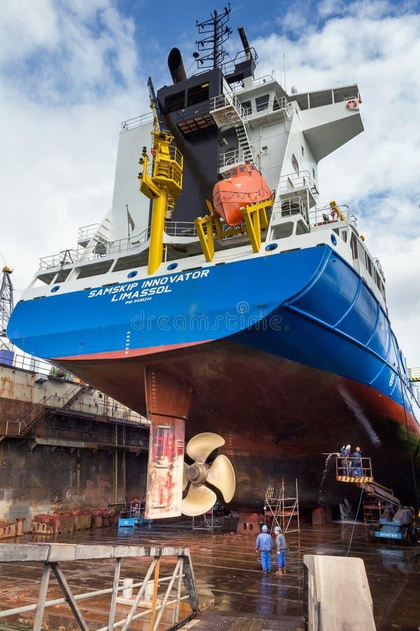 Doca seca do reparo do navio do trabalho imagens de stock royalty free