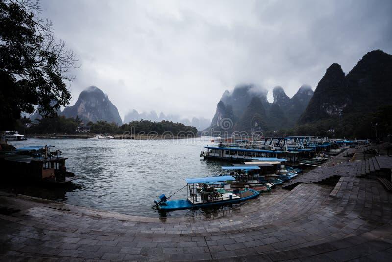 Doca Yangshuo China do rio foto de stock