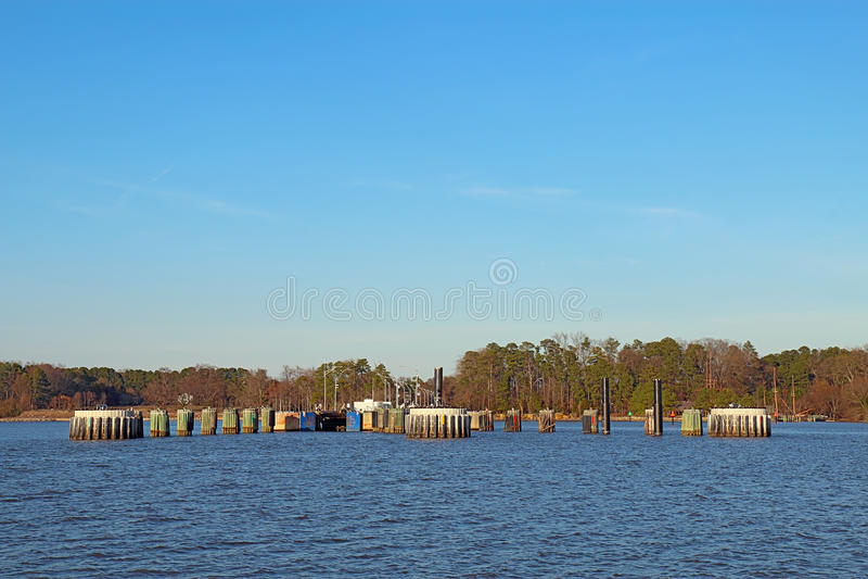 Docas de balsa de Jamestown-Escócia de James River foto de stock royalty free