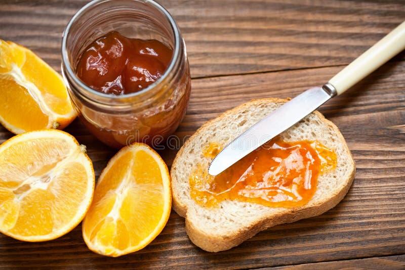 Doce saboroso com laranjas imagens de stock