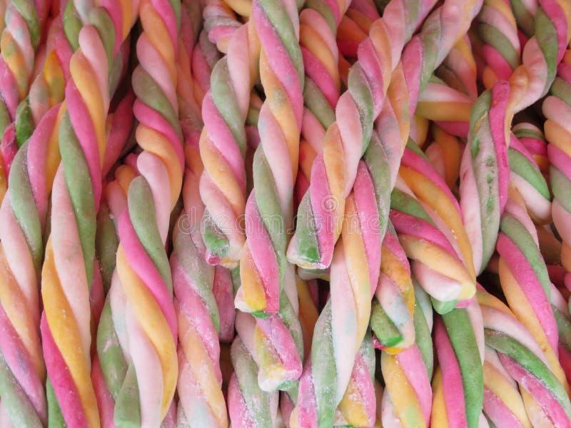 Doces bonitos dos produtos do artesão de doces do alcaçuz com lotes da cor foto de stock