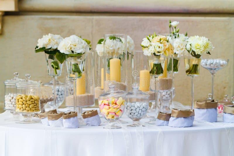 doces do casamento fotos de stock