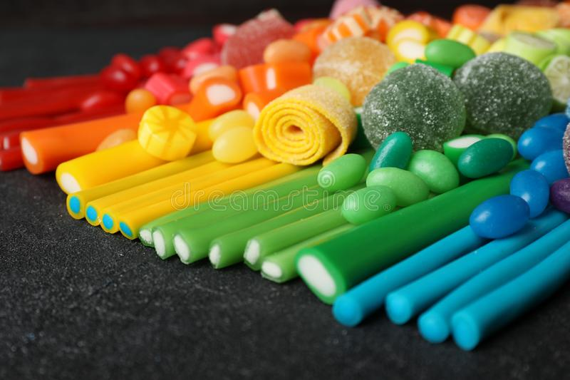 Doces coloridos deliciosos diferentes foto de stock