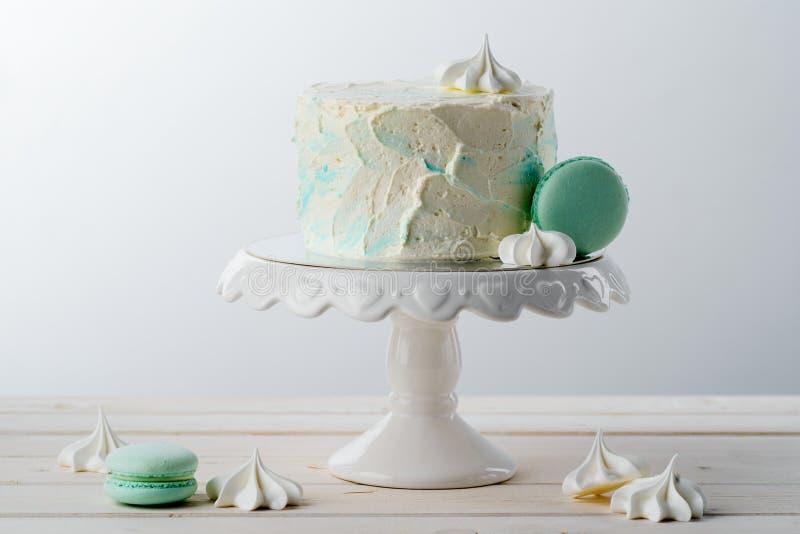 Doces das merengues, do bolo e do macarrão imagens de stock