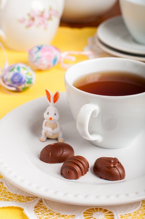 Doces de chocolate dados forma ovo da páscoa foto de stock royalty free