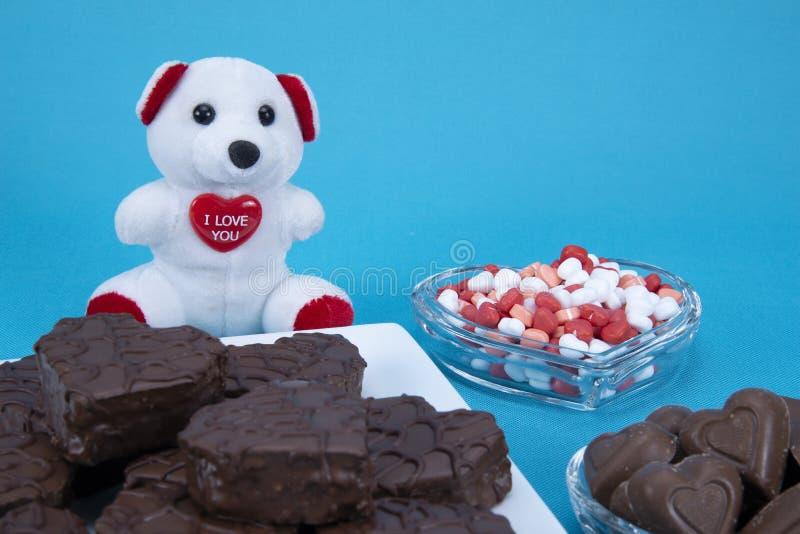 Doces de chocolate do dia de Valentim fotos de stock royalty free