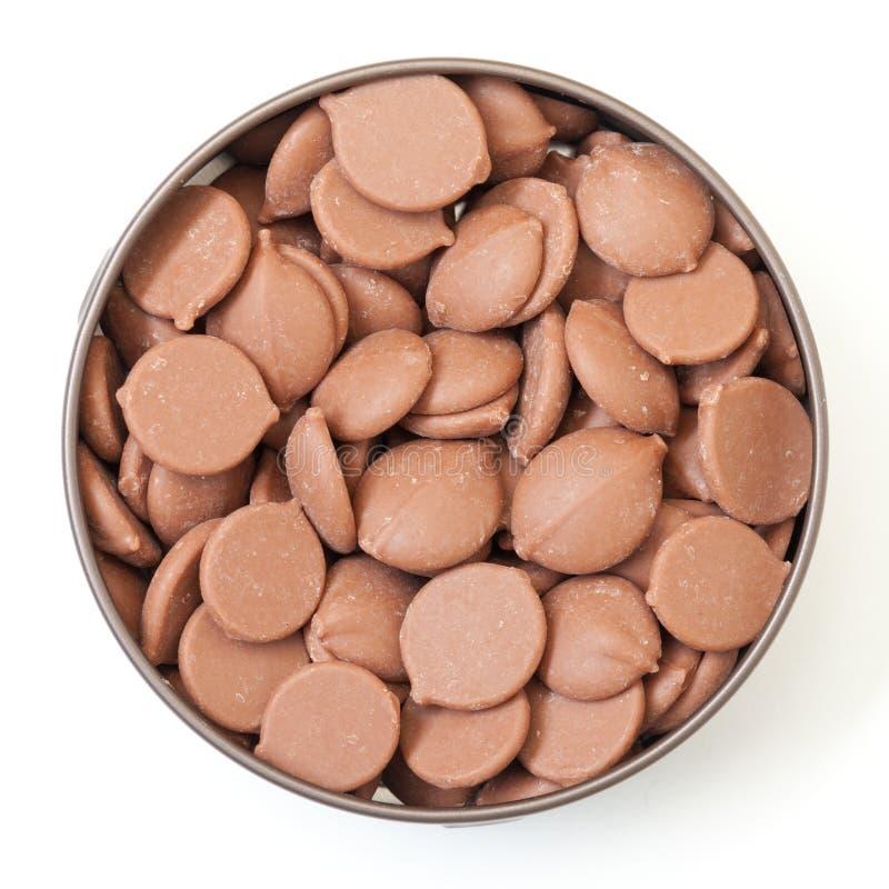 Doces de chocolate na lata de estanho foto de stock