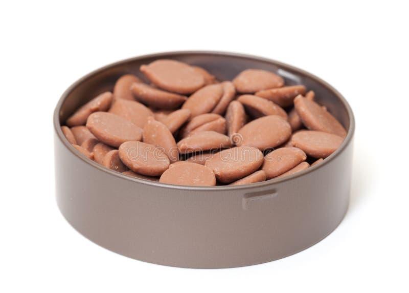 Doces de chocolate na lata de estanho foto de stock royalty free