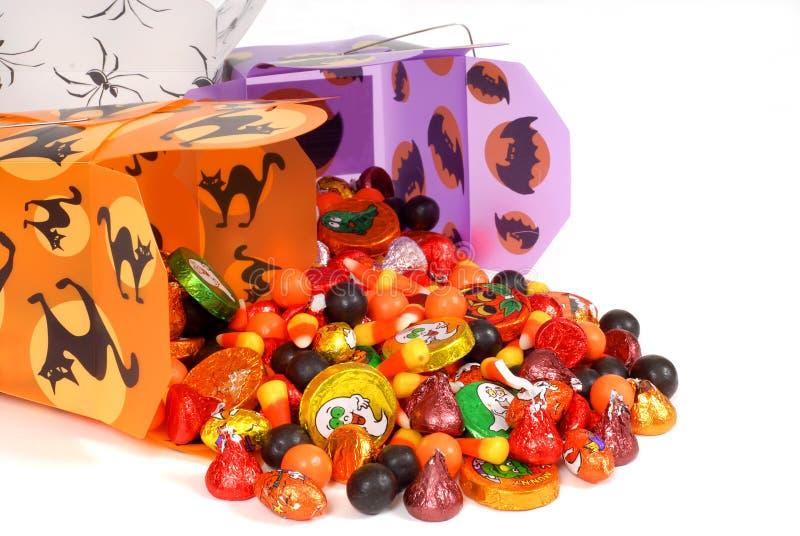 Doces de Halloween em uns recipientes chineses imagens de stock