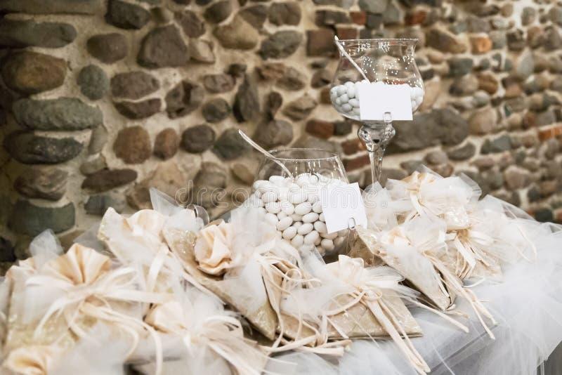 Doces do casamento fotografia de stock royalty free