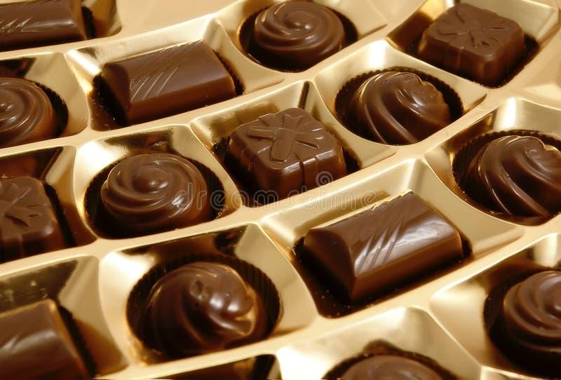 Doces do chocolate na caixa imagens de stock royalty free