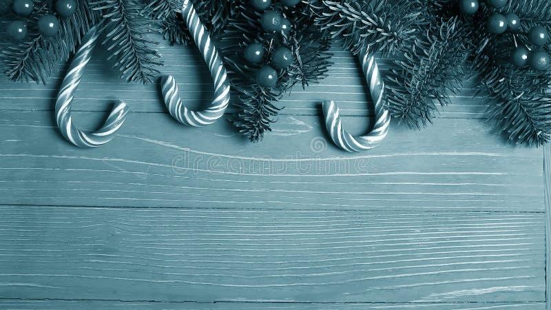 Doces e deleites do Natal na tabela Presentes doces para o childre fotos de stock