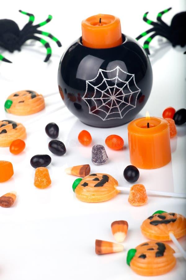 Doces e velas de Halloween imagem de stock royalty free