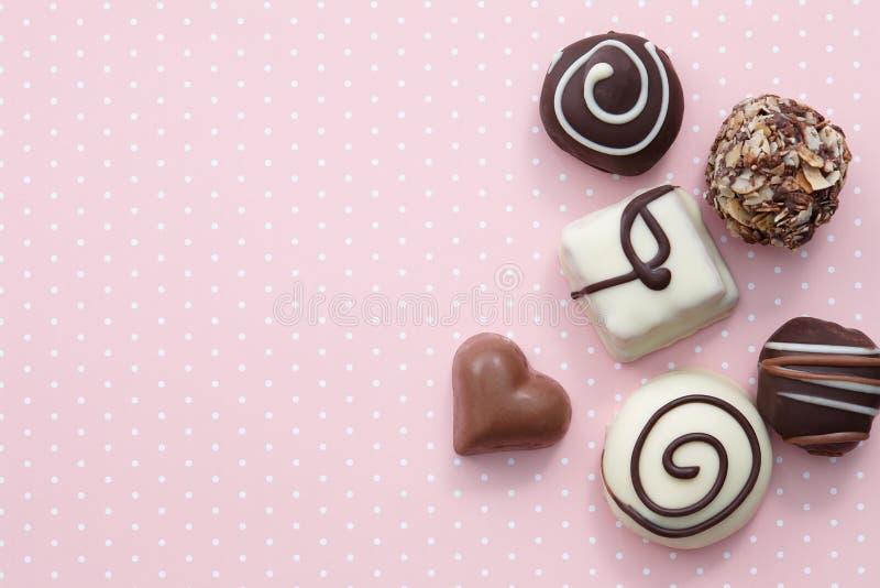 Doces feitos a mão dos doces de chocolate imagens de stock