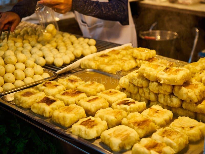 Doces fervidos no xarope no mercado Banguecoque Tailândia fotografia de stock royalty free