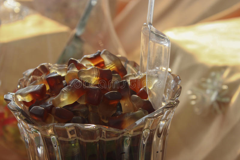 Doces gomosos da garrafa da cola imagem de stock royalty free