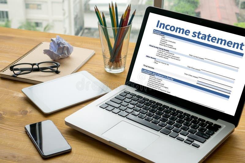 Dochodu oświadczenia biznesmena oceny Zatrudnieniowa równowaga obrazy stock