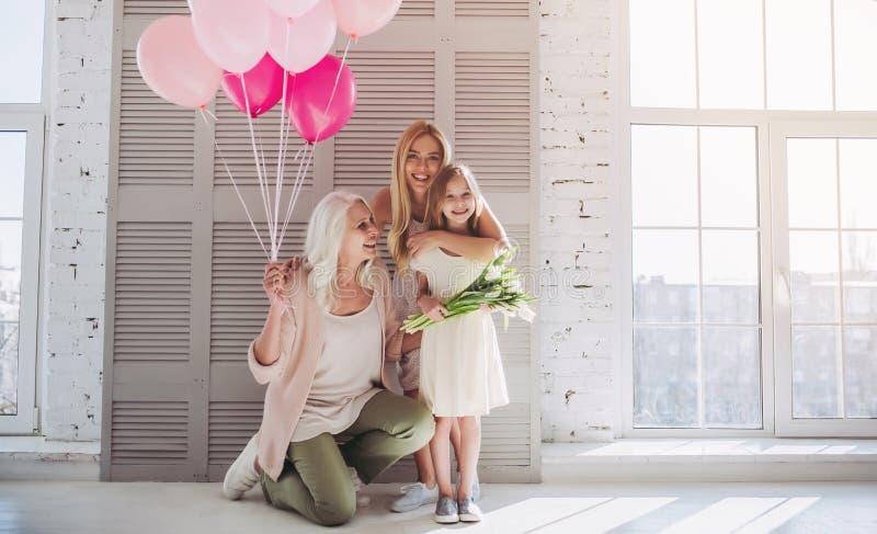 Dochter, moeder en grootmoeder thuis royalty-vrije stock afbeeldingen