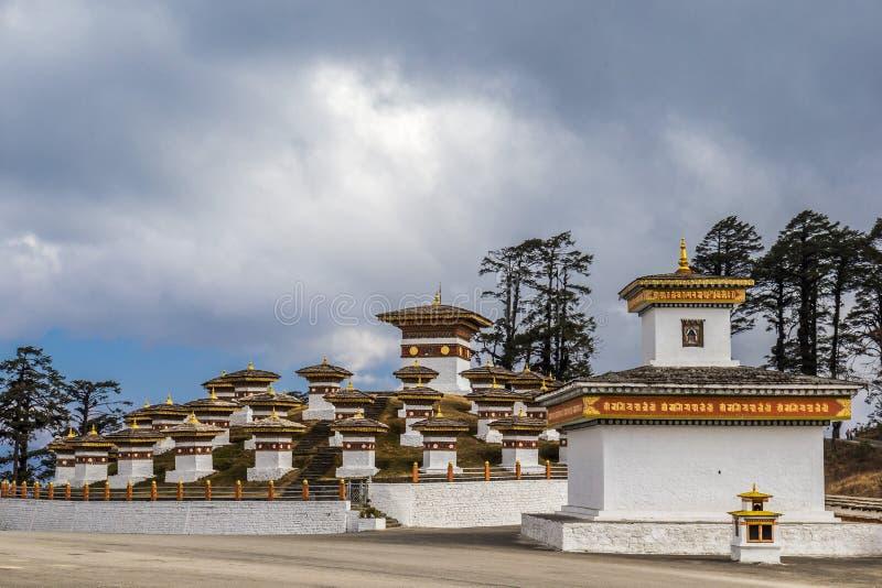 Dochulapas op de weg van Thimpu aan Punakha, Bhutan stock foto