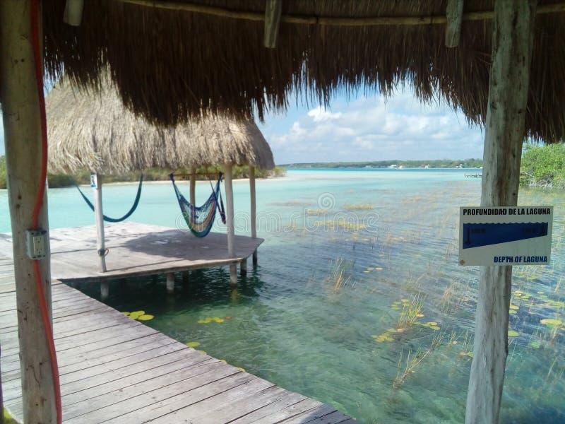 Dock auf dem See lizenzfreie stockfotografie