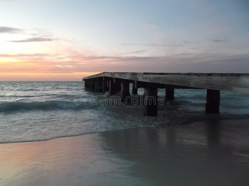 Dock camineriw Sonnenuntergang auf Dock stockfotografie