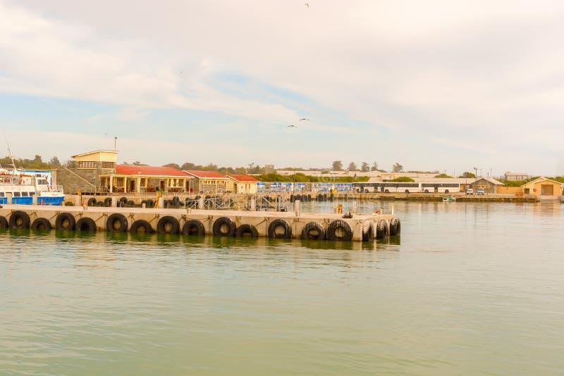 Dock d'île de Robben, comme vu du ferry-boat, Cape Town, sud Af photos stock