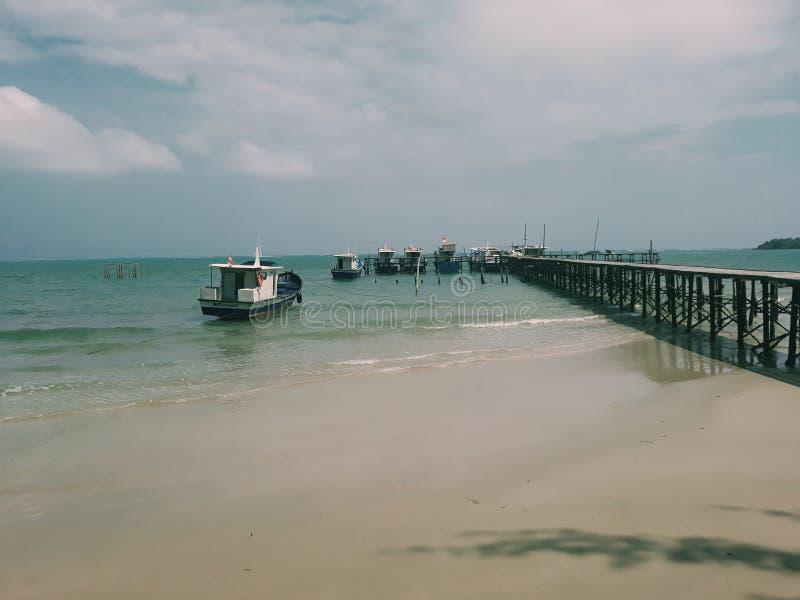 Dock de bateau de la Communauté, Natuna, Indonésie images libres de droits
