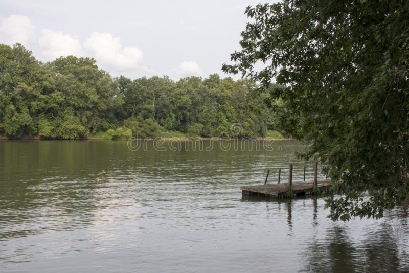 Dock de bateau sur la rivière Ohio photos stock