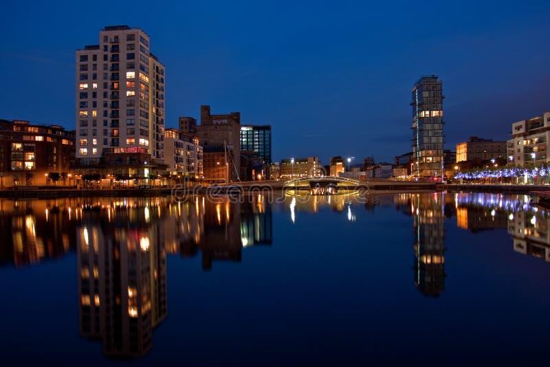 Dock de canal grand à Dublin par nuit photographie stock libre de droits