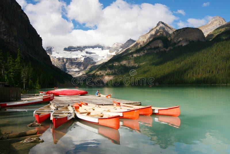 Dock de canoë, stationnement national de Lake Louise Banff photo libre de droits