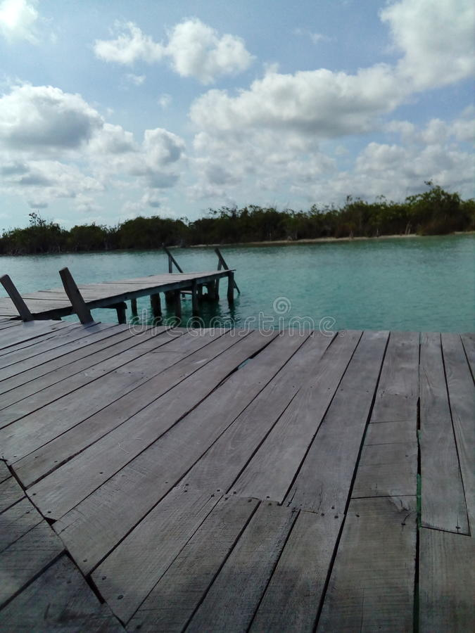 Dock im See lizenzfreie stockfotos