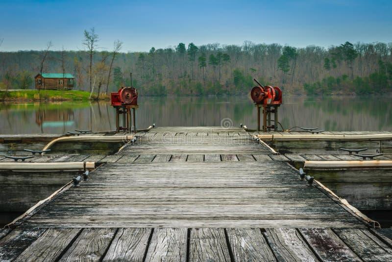Dock isolé de lac images libres de droits