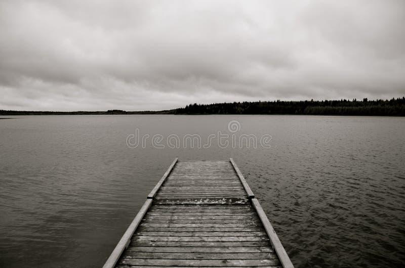 Dock, Laurie Lake, Duck Mountain Provincial Park, Manitoba, Kanada lizenzfreie stockbilder