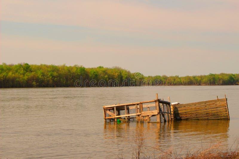 Dock submergé images stock