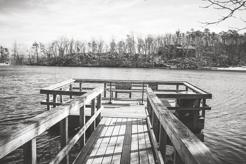 Dock sur le lac photographie stock