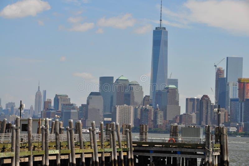 Dock und die Stadt stockfoto