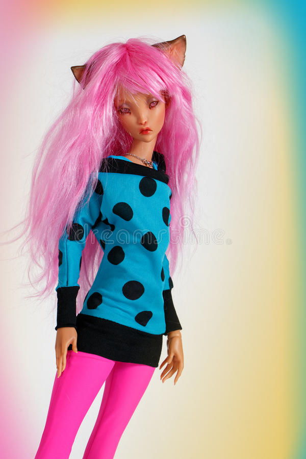 Docka med rosa hår arkivbild
