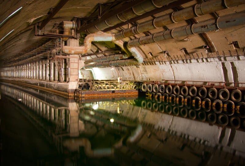 Dockage submarino militar do reparo imagens de stock royalty free