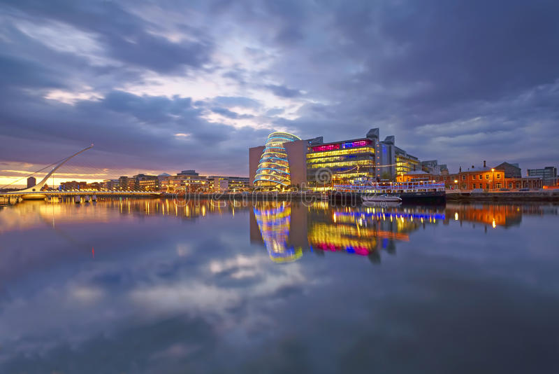Dockland odbicia, Dublin, Irlandia obraz royalty free
