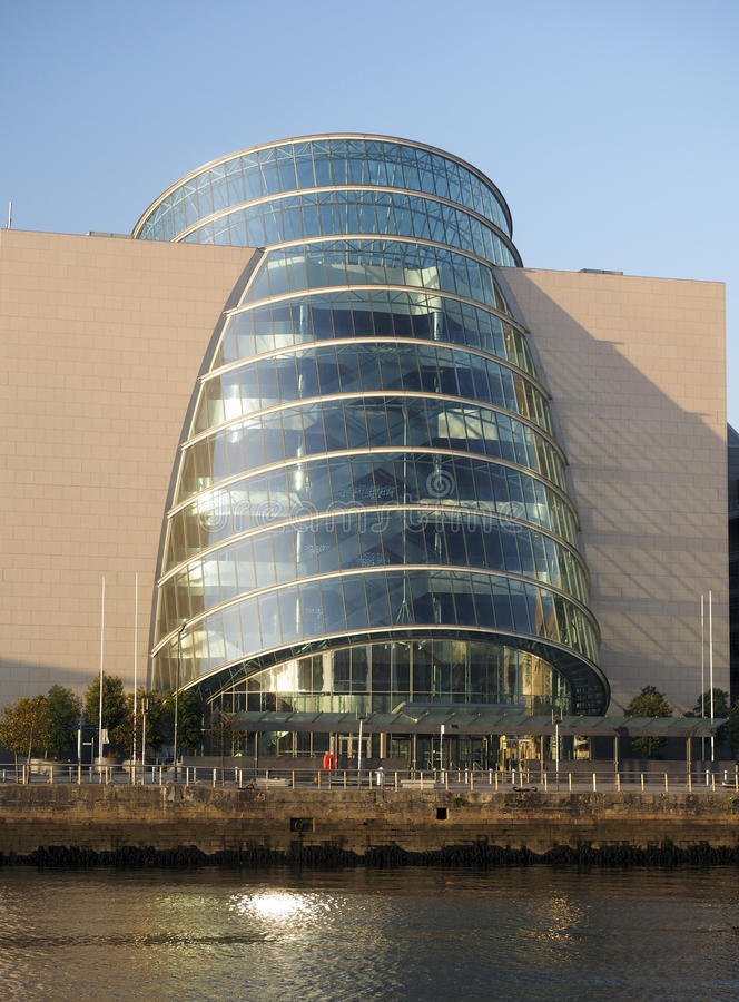 Docklands Dublin Ireland del centro de convenio imagenes de archivo