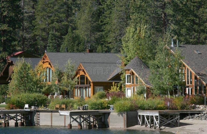 Docks à la maison de montagne images libres de droits