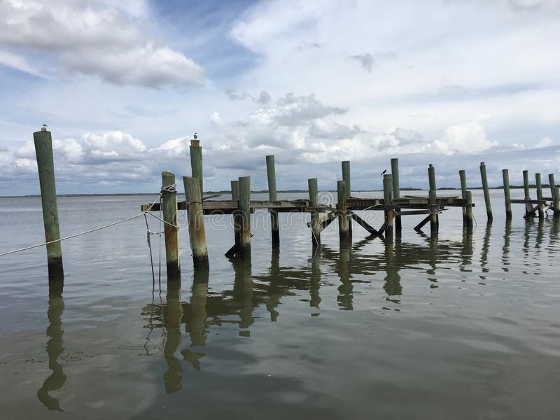 Docks abandonnés de mer image libre de droits